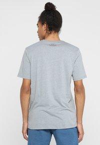 Under Armour - Camiseta estampada - steel light heather/black - 2