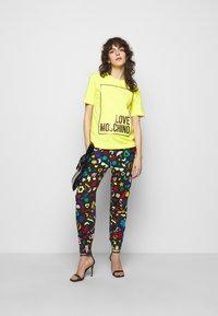 Love Moschino - Jogginghose - multicolor - 1
