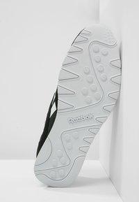 Reebok Classic - CLASSIC NYLON BREATHABLE LIGHTWEIGHT SHOES - Tenisky - black/white - 4