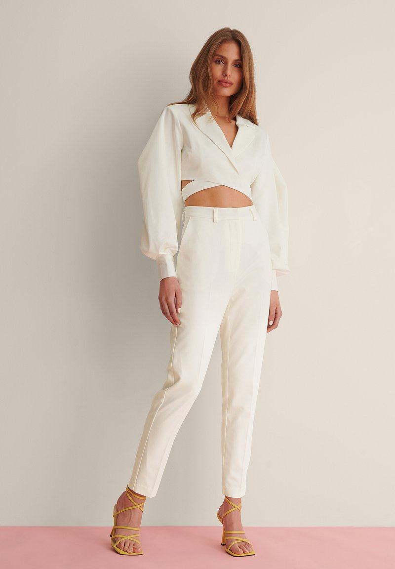NA-KD - STRAIGHT SUIT PANTS - Trousers - white