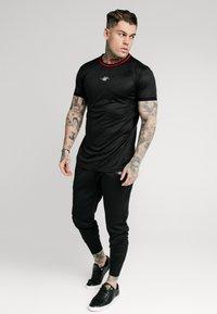 SIKSILK - JACQUARD TEE - T-shirt - bas - black - 1