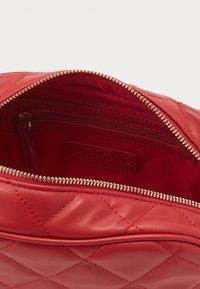 Valentino by Mario Valentino - OCARINA - Wash bag - rosso - 2