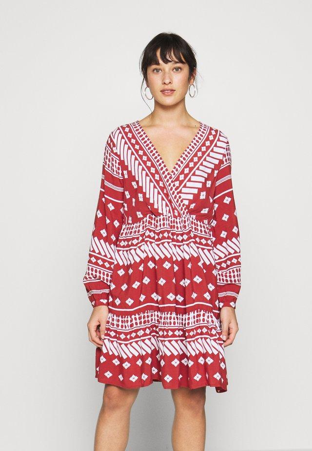 PCELLA LS DRESS - Vapaa-ajan mekko - chili oil