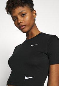 Nike Sportswear - W NSW TEE SLIM CROP LBR - T-shirts print - black - 3