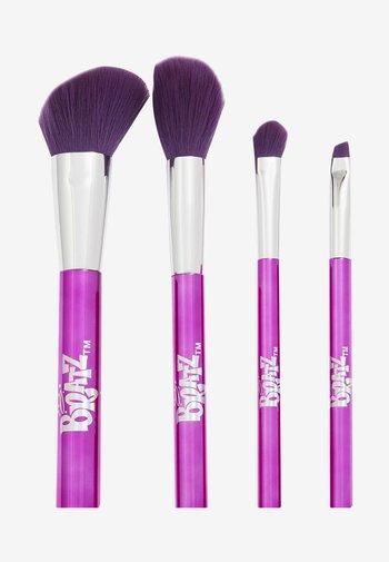 REVOLUTION X BRATZ BRUSH SET - Makeup brush set - -