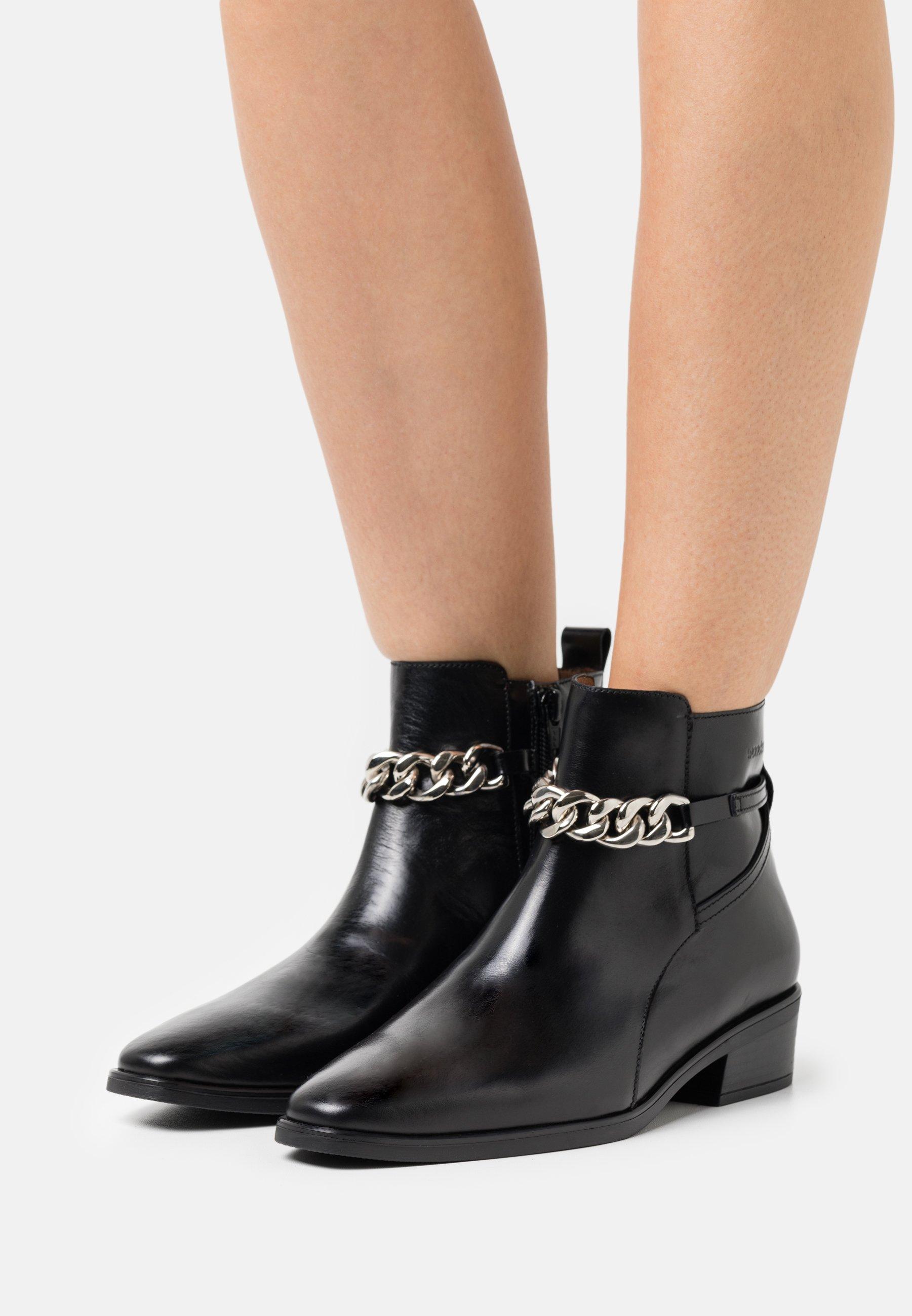 Women Ankle boots - black
