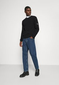Calvin Klein Jeans - MONOGRAM BADGE WAFFLE - Jumper - black - 1