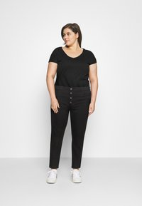 ONLY Carmakoma - CARAUGUSTA BUTTON - Jeans Skinny Fit - black - 1