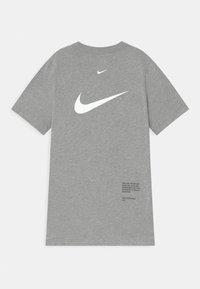 Nike Sportswear - Triko spotiskem - dark grey heather - 1