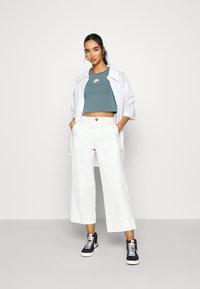 Nike Sportswear - AIR CROP - Camiseta estampada - ozone blue - 1