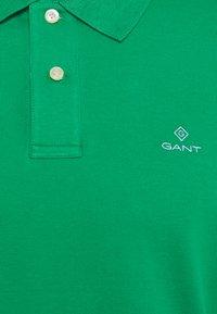 GANT - CONTRAST COLLAR RUGGER - Pikeepaita - amazon green - 2
