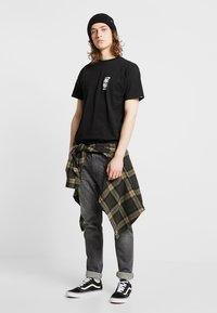 Vans - MOONSHINE  - T-shirt med print - black - 1