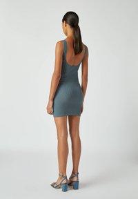 PULL&BEAR - Pouzdrové šaty - blue - 2