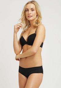 Calvin Klein Underwear - SEDUCTIVE COMFORT - Braguitas - black - 1