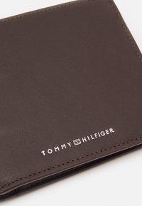 Tommy Hilfiger - TRIFOLD - Lompakko - brown - 3
