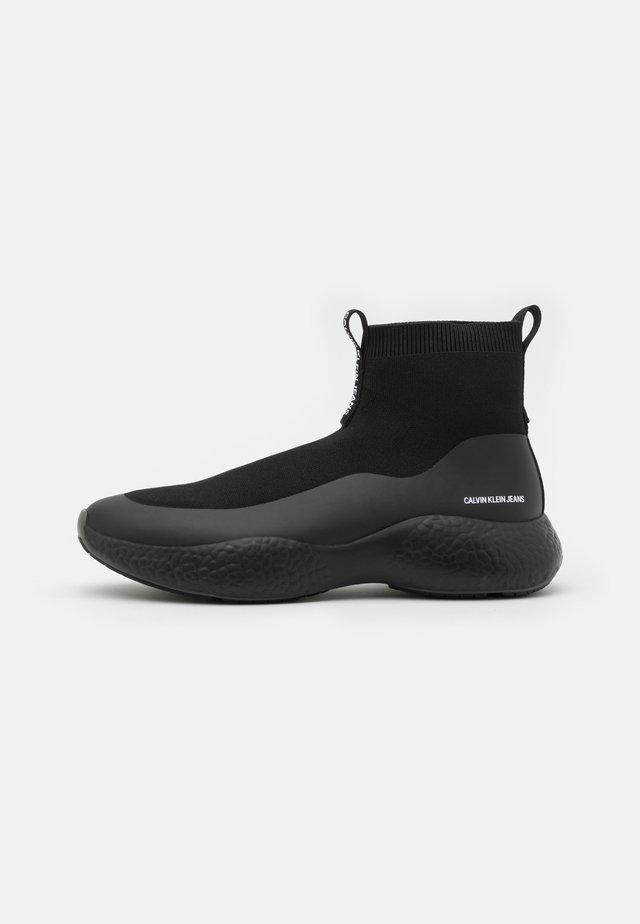 RUNNER SOCK - High-top trainers - full black