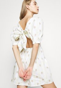 Glamorous - TIE BACK BUTTON MINI DRESSES WITH PUFF SLEEVES - Day dress - yellow - 4