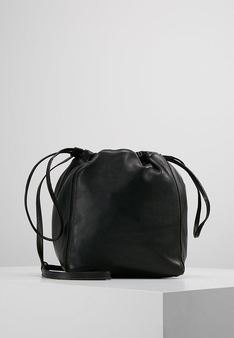 Filippa K LENA SOFT BUCKET BAG Skulderveske ligth taupe