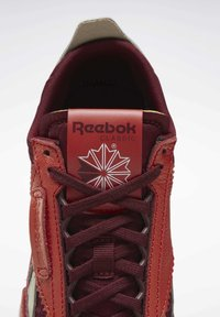 Reebok Classic - CLASSIC LEATHER LEGACY SHOES - Baskets basses - orange - 6