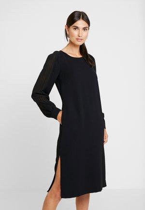 DRESS WITH PLISSEE SLEEVES - Denní šaty - black