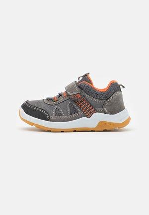 MELVIN - Sneakersy niskie - grey