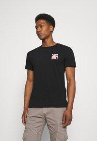 Brixton - ALPHA SQUARE SUNSET - T-shirt imprimé - black - 2