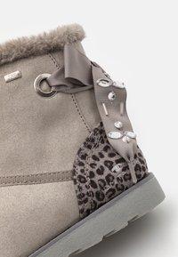 TOM TAILOR - Kotníkové boty - grey - 5