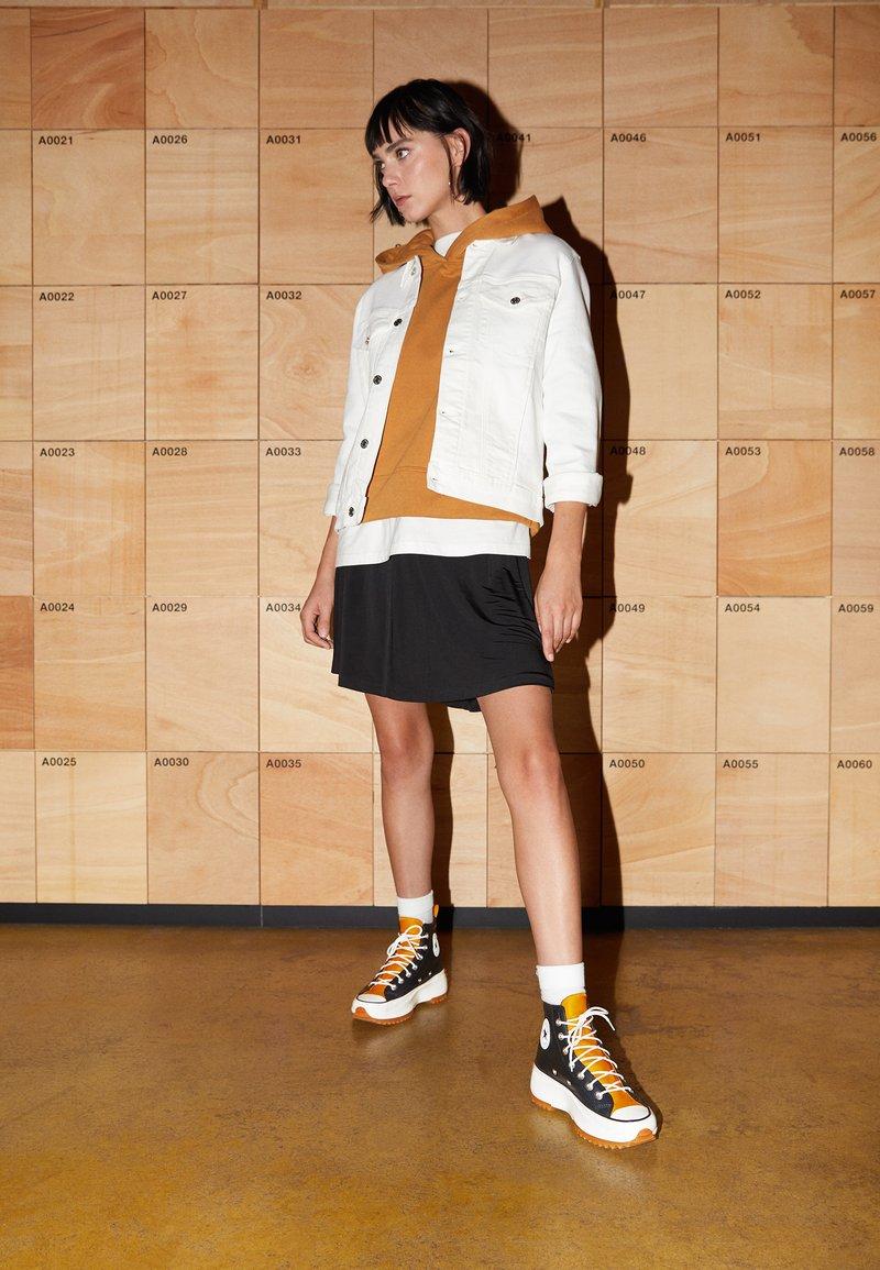 Converse - RUN STAR HIKE - High-top trainers - black/saffron yellow/egret