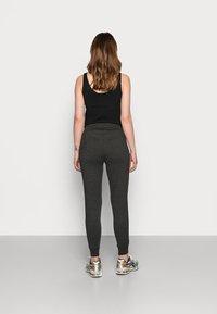 GAP Maternity - UNDERBELLY MIX - Teplákové kalhoty - true black - 2