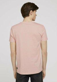 TOM TAILOR DENIM - Print T-shirt - soft peach skin - 2