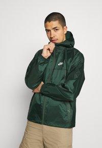 Nike Sportswear - REVIVAL - Kevyt takki - galactic jade/sail - 0