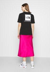 The North Face - REDBOX TEE - T-shirt med print - black - 2