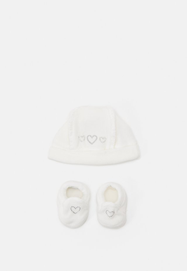 HAT SHOES SET - Mütze - bright white