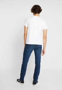 Levi's® - 501® SLIM TAPER - Džíny Slim Fit - ironwood - 2