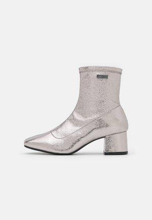 DANIELA - Classic ankle boots - argent