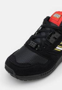 adidas Originals - ZX 8000 LEGO UNISEX - Trainers - core black/footwear white - 5