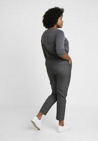 ONLY Carmakoma - Trousers - black/checks - 2