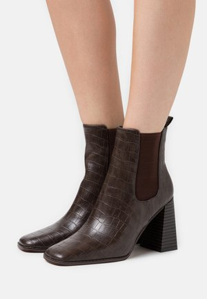 FLARED BLOCK HEEL BOOTS - High heeled ankle boots - brown