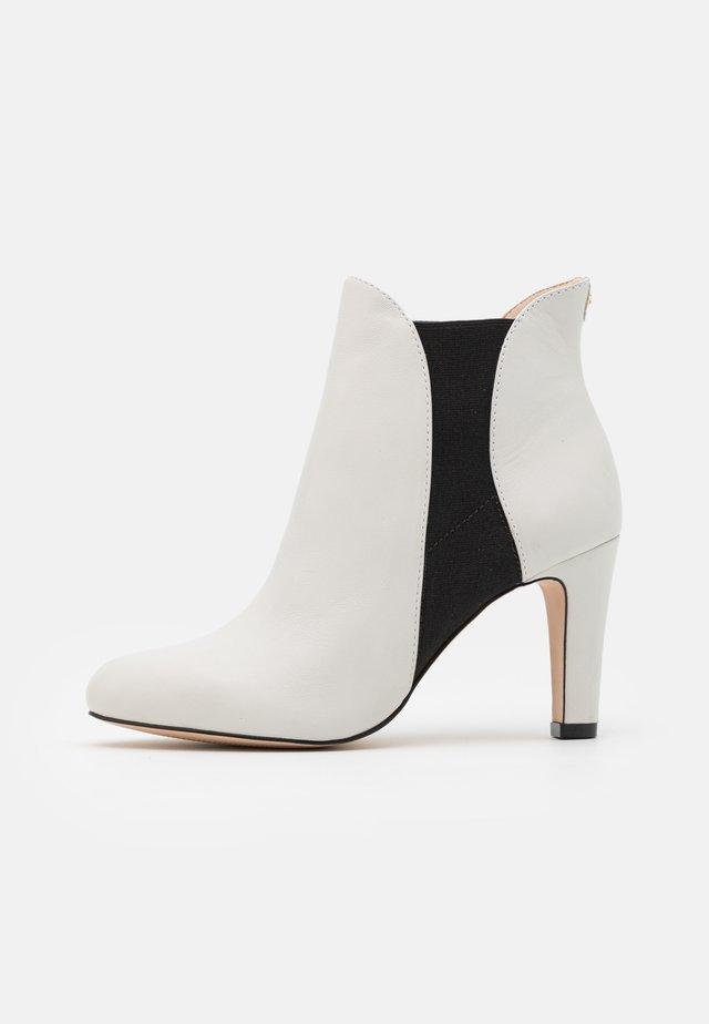 JEENA - High heeled ankle boots - blanc