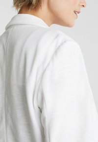 Esprit - KNIT BLAZER - Blazer - white - 4
