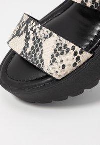 Madden Girl - CARTERR - Sandály na platformě - natural/multicolor - 2