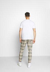 Gabba - PISA URBAN CHECK - Trousers - beige/orange - 2