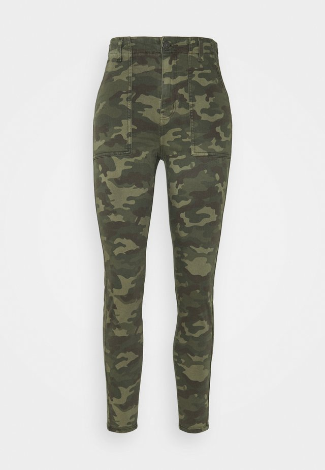 HI RISE CURVY - Trousers - camo green