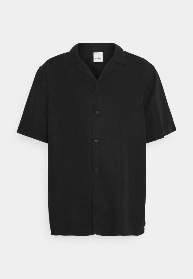 KIRBY STRAP - Chemise - washed black