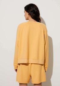 OYSHO - Collegepaita - mustard yellow - 1