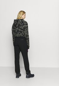 Columbia - POWDER KEGSTRETCH CARGO - Pantalones montañeros largos - black/plum - 2