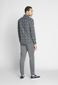 Only & Sons - ONSDESMOND - Tracksuit bottoms - griffin/black - 2