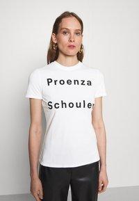 Proenza Schouler White Label - SOLID LOGO  - Print T-shirt - white - 0