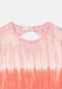Staccato - BATIK TEEN - Print T-shirt - neon red - 2