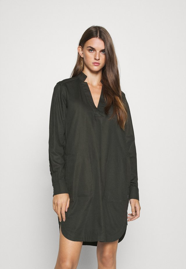 MILARY V NECK SHIRT DRESS L\S - Denní šaty - raven